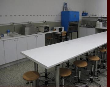 Laboratorio di Microbiologia ITCS Pacini